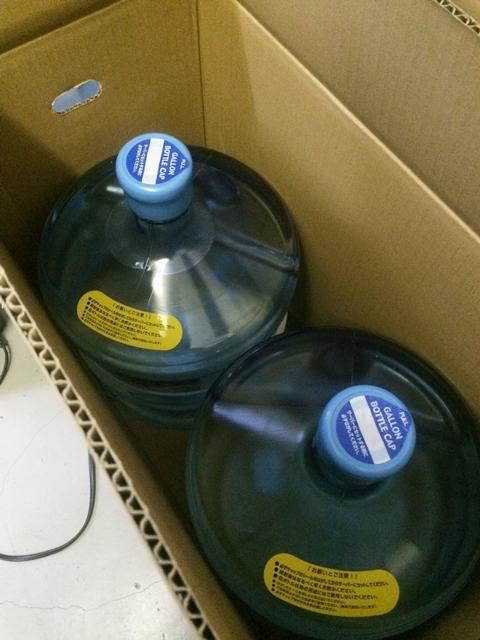 羊蹄のふきだし湧水の清潔感ある未開封のボトル
