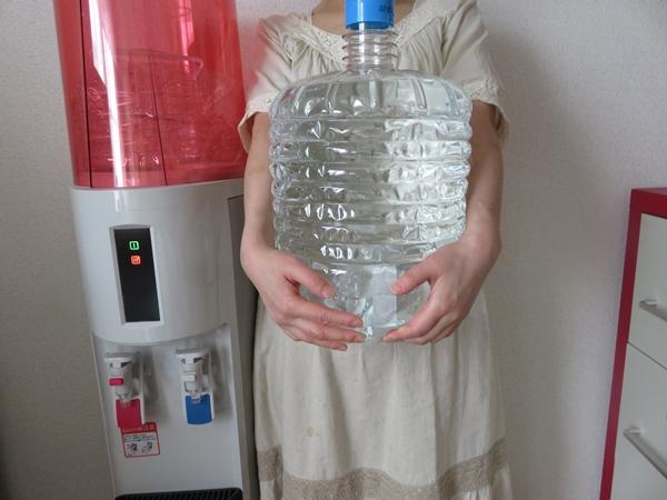 重たい12リットルのお水(うるのん)