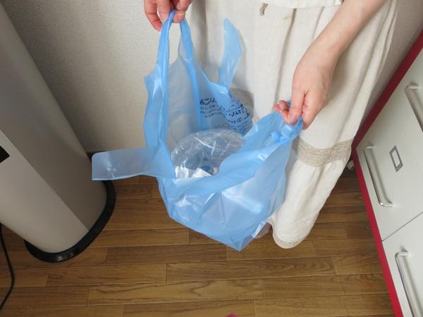 使い切ったらゴミ袋に入れる12リットルボトル